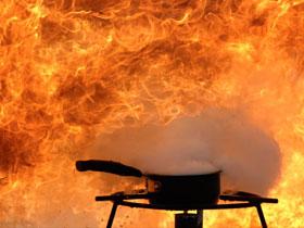 为什么油起火不能用水扑救
